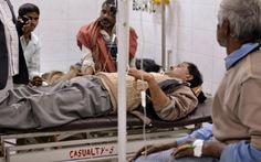 13 người chết bất thường ở Ấn Độ nghi do rượu lậu