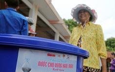 Trao tặng 200 thùng chứa nước cho dân vùng nhiễm mặn