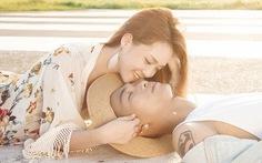 Xem clip Đinh Hương cô đơn đến tận cùng trongLoneliness
