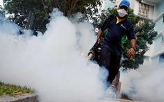 Kiểm tra mắt các bé có mẹ nhiễm Zika