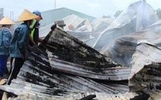 Nổ bình khí nén, cháy rụi xưởng sản xuất than tại Cà Mau