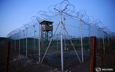 Hai tù nhân được Mỹ thả lại quay về với phiến quân