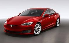 Tesla Model S bị chiếm quyền kiểm soát từ khoảng cách 20km