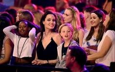 Angelina Jolie được quyền tạm nuôi con trong 3 tuần