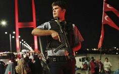 Thổ Nhĩ Kỳ đình chỉ gần 13.000 cảnh sát