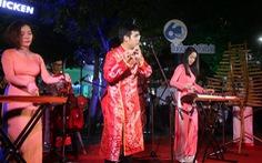 Hàng ngàn người xem ca nhạc ởphố đi bộ Nguyễn Huệ
