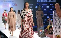 Vietnam International Fashion Week có nhiều mẫu váy áo thu đông