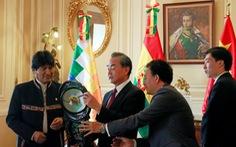 Bolivia tát vào mặt Trung Quốc bằng việc hủy hợp đồng làm sân bay