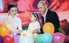 Clip Phan Đình Tùng và vợ con hátBa ngọn nến lung linh