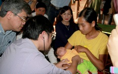 Xác định em bé ở Đắk Lắkbị di chứng đầu nhỏ