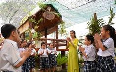 Cô hiệu trưởng đưa nhà sàn Bác Hồ vào trường học