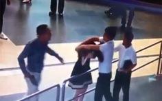 Người đánh nữ nhân viên bị chậm chuyến bay do đến muộn