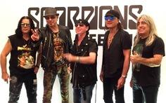 Scorpions xuất hiện tại Hà Nội: 'Còn đam mê chúng tôi còn hát'