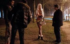 Gái mại dâm Pháp khóc ròng vì luật nghiêm