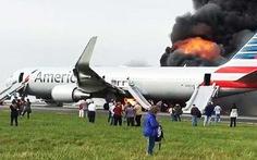 Máy bay American Airlines bốc cháy, 20 hành khách bị thương