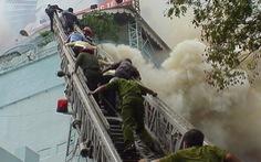 Khoảnh khắc khó quên cứu hộ vụ cháy kinh hoàng ở ITC