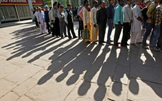 Dân Ấn Độ tức giận vì ngân hàng chậm phát tiền mới