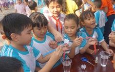 Học sinh thích thú với những hoạt động thí nghiệm