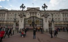 Người Anh muốn Hoàng gia tự trả tiền sửa điện Buckingham