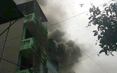 Cháy lớn 2 ngôi nhà trên phố Trần Khát Chân, Hà Nội