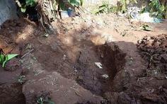 Tìm thấy thi thể 2 cháu bé ở vườn nhà nghi phạm vụ hiếp dâm