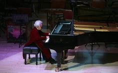 Xem nghệ sĩ Thái Thị Liên 99 tuổi biểu diễn dương cầm
