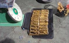 Bắt thiếu tá Campuchia vận chuyển 18kg kim loại nghi vàng vào VN