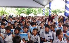 Trao tặng 130.000 ly sữa cho trẻ em Vĩnh Long