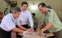 Chủ tịch tỉnh Tiền Giang ra chợ kiểm tra rau quả Trung Quốc