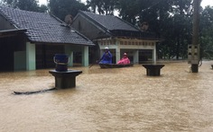 Tuổi Trẻ cứu trợ khẩn cấp tại vùng lũ Bình Định