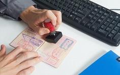 Bạn có bị hỏi 'khó đỡ' khi nhập cảnh các nước?