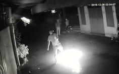 Clip nhóm thanh niên phóng hỏa đốt quán ốc giữa khuya
