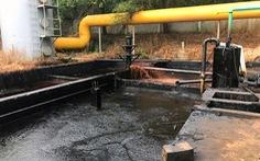 Công ty gạch men xả nước thải đen kịt ra sông Thị Vải