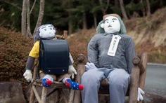 """Thị trấn """"ma"""" ở Nhật lấy búp bê thay người"""