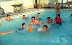 Những người hết lòng giúp trẻ chữa bệnh xương thủy tinh