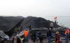 Cảnh sát biển bắt 4 sà lan chở 3.000 tấn than cám