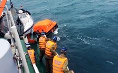 Cảnh sát biển cứu tàu và 4 ngư dân trôi dạt trên biển