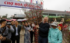 Các đại sứ ăn Tết Việt