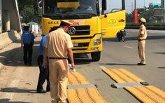 TP.HCM ra quân xử phạt xe quá tải