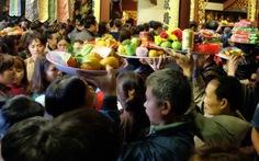 Để lễ hội bớt xấu xí: Giáo dục tín ngưỡng cho người dân