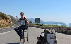 Người phụ nữ đi 25 nước chỉ nhờ 'quá giang' xe