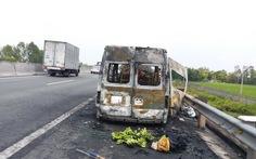 Xe khách lại cháy rụi trên cao tốc TP.HCM - Trung Lương
