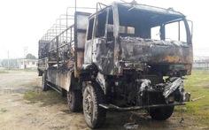 Chập điện, xe tải bốc cháy dữ dội