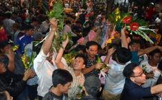 Hàng ngàn người vui vẻ tham gia xô giàn tại lễ hội Làm Chay