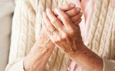 Những bệnh người cao tuổi dễ mắc lúc giao mùa