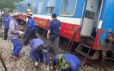 Đưa tàu gặp nạn khỏi đường ray, sắp thông tuyến Bắc - Nam
