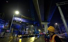 Cẩu thành công toa tàu lên ray đường sắt Cát Linh - Hà Đông