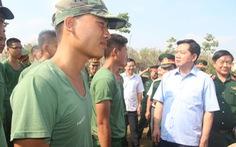 Bí thư Thành ủy Đinh La Thăng thăm tân binh