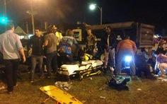 Mỹ: Xe tải lao vào đám đông, nhiều người bị thương nặng