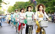 Hành trình xe đạp Năng động áo dài mừng 8-3
